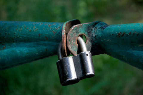 Barrier closed on the padlock